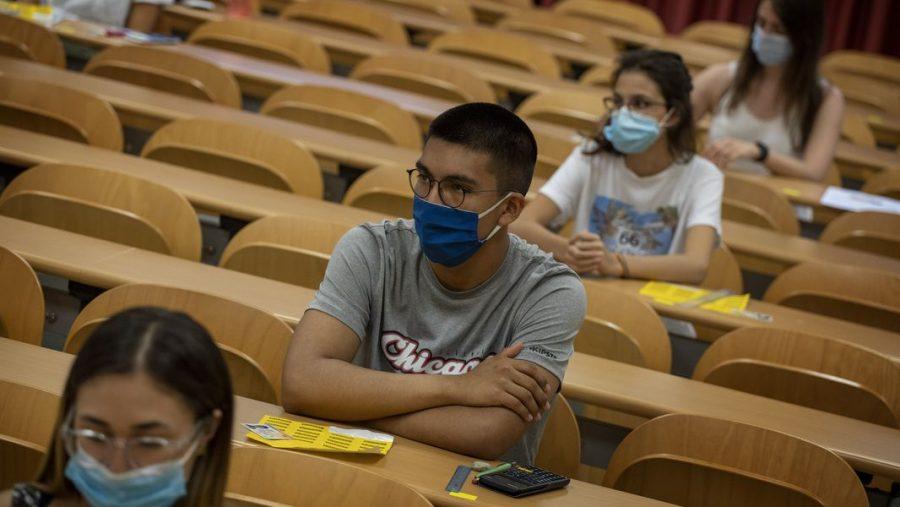 Students+wearing+masks+in+school.+